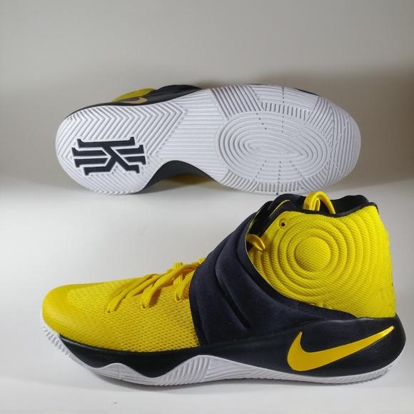separation shoes a80e6 905d6 Nike Kyrie 2 Australia Basketball Sneakers. M 5b4d277ac2e9fe00c1ec2374